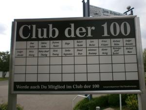 Tafel vom Club der 100 im Volksbank Stadion